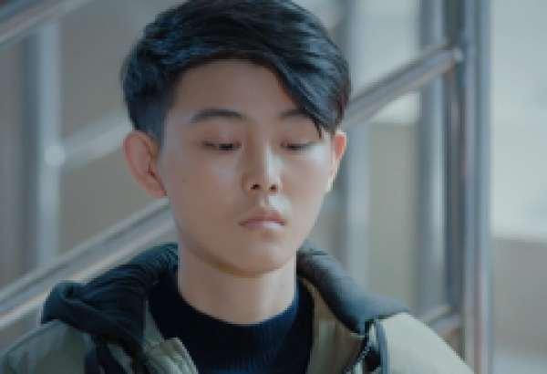 《鲜肉老师》江逸风是谁演的  金沐演绎冷酷学霸神秘上线