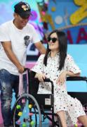 谢娜为什么坐轮椅录快乐大本营 谢娜旧伤复