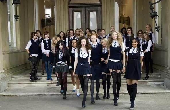 《新乌龙女校》影评:女孩是天使也是恶魔