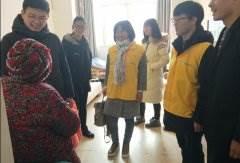 南通大学情暖夕阳公益团志愿者与丰县养老护理院的老人