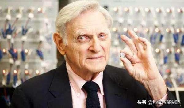 诺奖最年长得主是谁呢?97岁坐轮椅现身,因对电池研发的贡献巨大