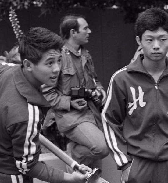 李连杰晒年轻时训练旧照,发量惊人,容貌多年未改帅气依旧