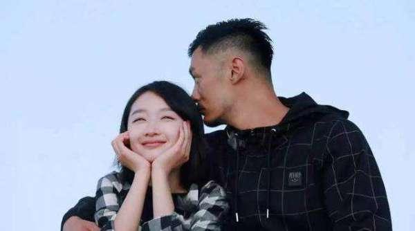 余文乐携王棠云看秀 婚后幸福肥 脸圆成了周润发 老婆脸型好迷