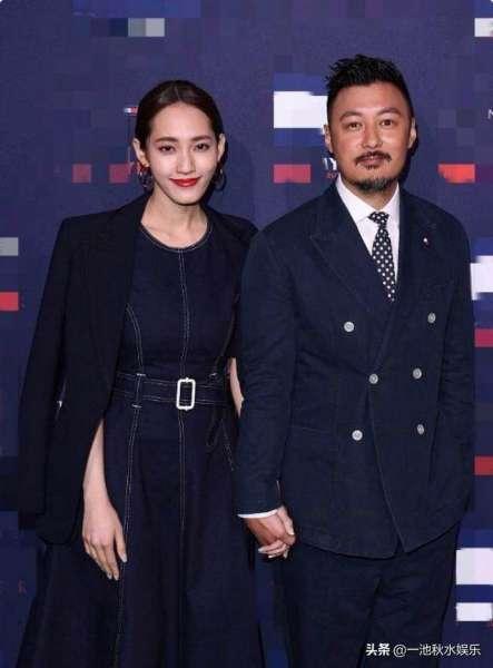 余文乐与妻子王棠云近照,两人一同出席活动,全程牵手恩爱不已